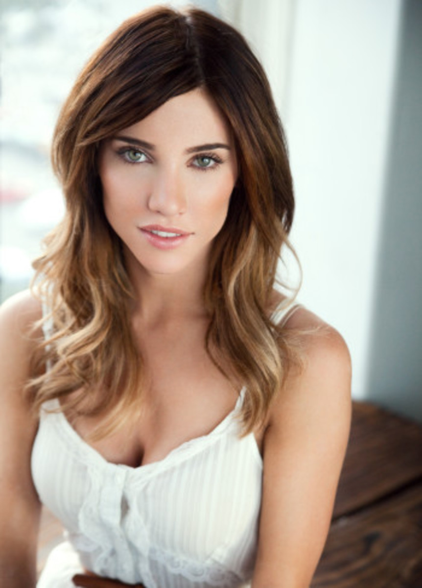 Jacqueline MacInnes Wood Nude Photos 20