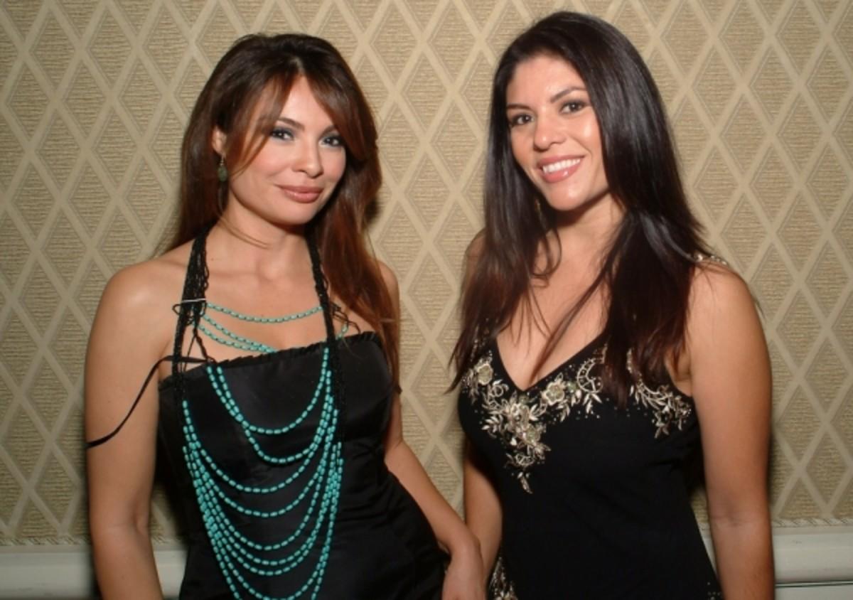 Lily_Melgar_and_sister