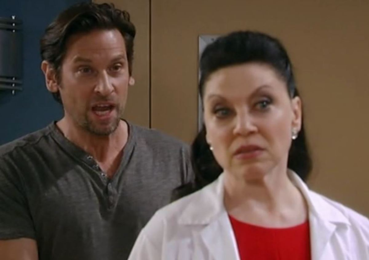 Roger Howarth, Kathleen Gati