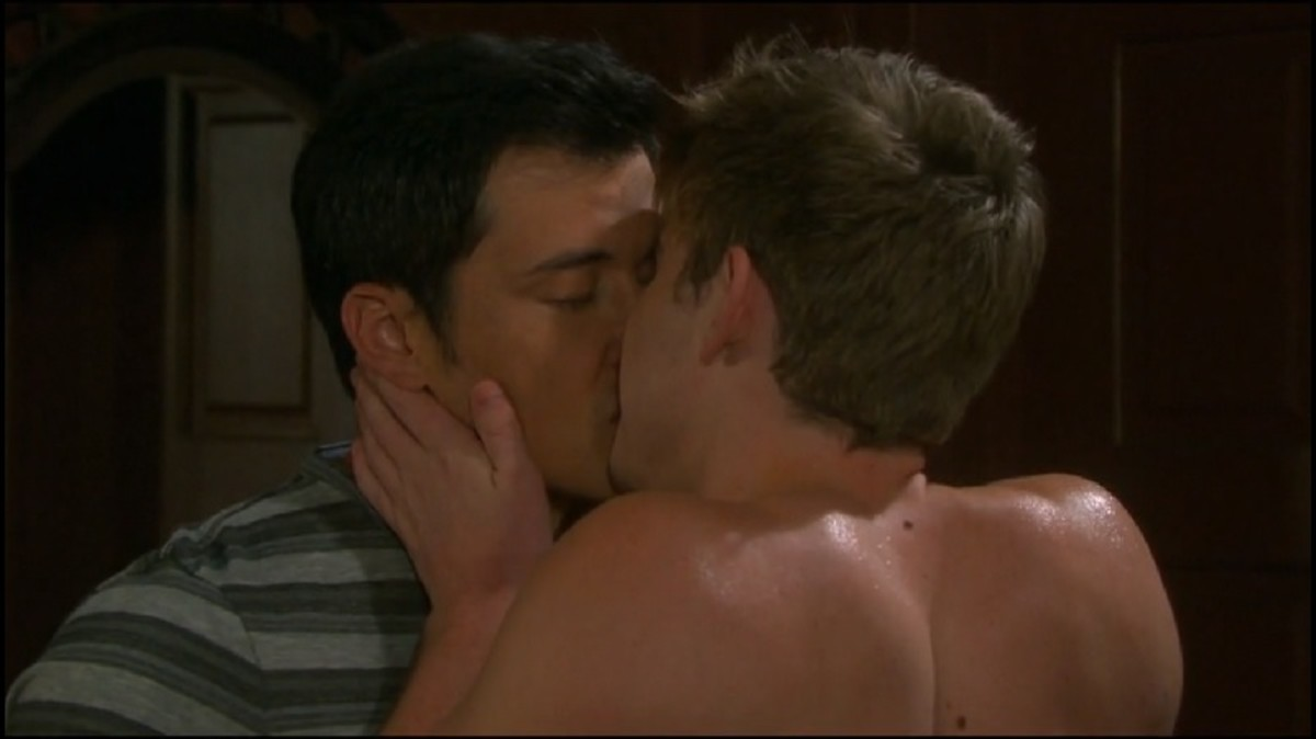 Will and Paul kiss on Days of Our Lives