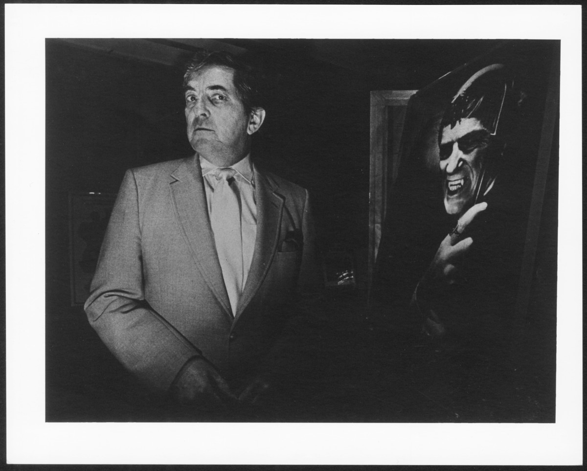 Jonathan Frid 1986 posing with Barnabas portrait