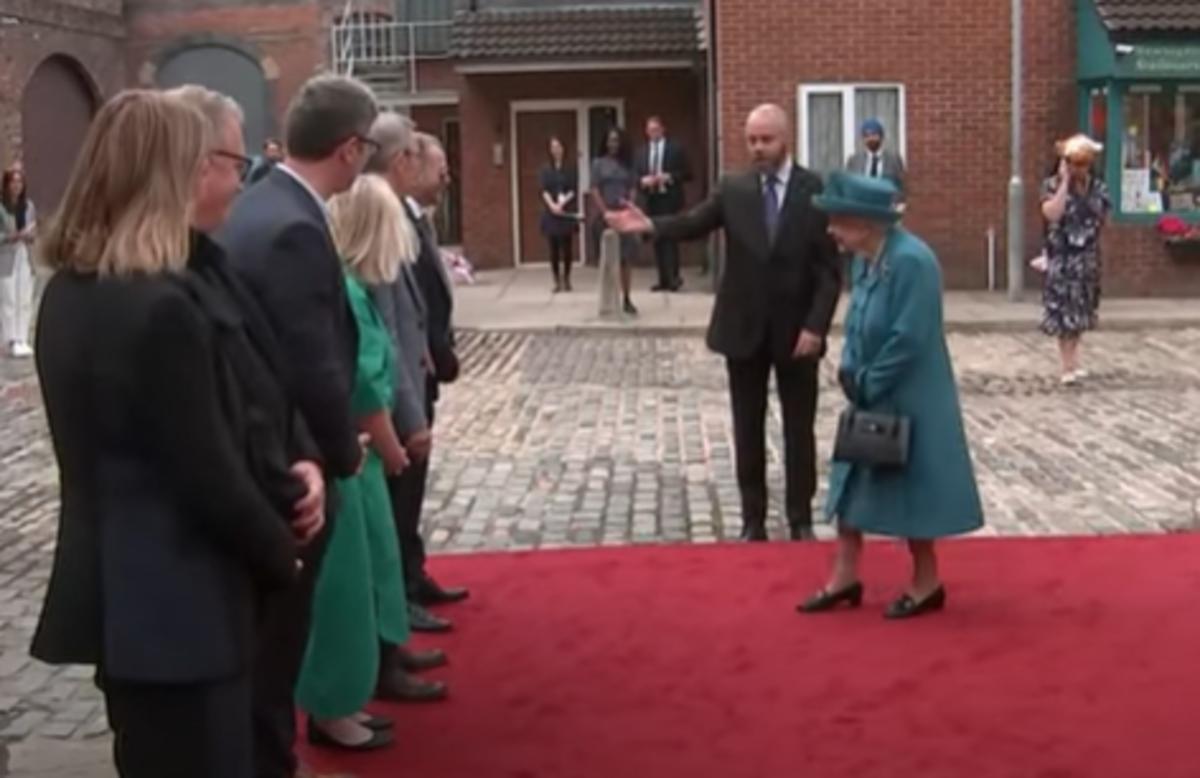 Queen visits Corrie